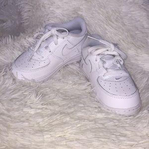 Nike kids Air Force one white